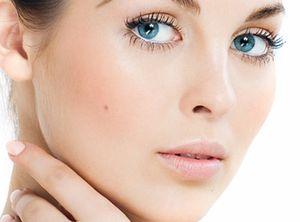 Тонизирование кожи вокруг глаз