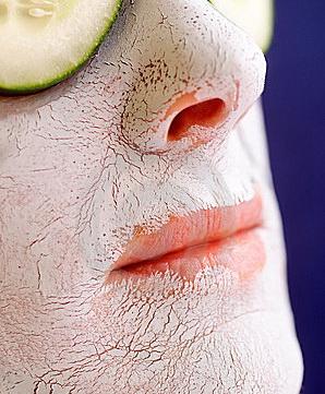 Эффект маски для лица из белой глины